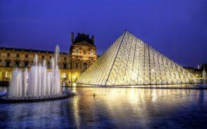 La pirámide de noche